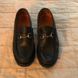 Black leather Gucci lug sole loafer